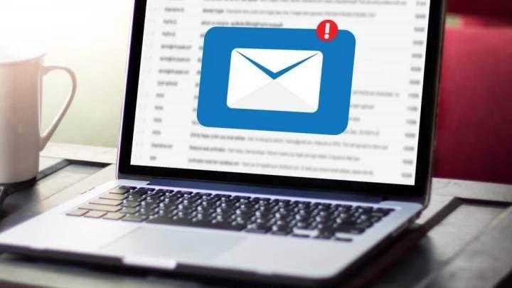estrategia-email-marketing-estudios-arquitectura-pendiente-ordenador