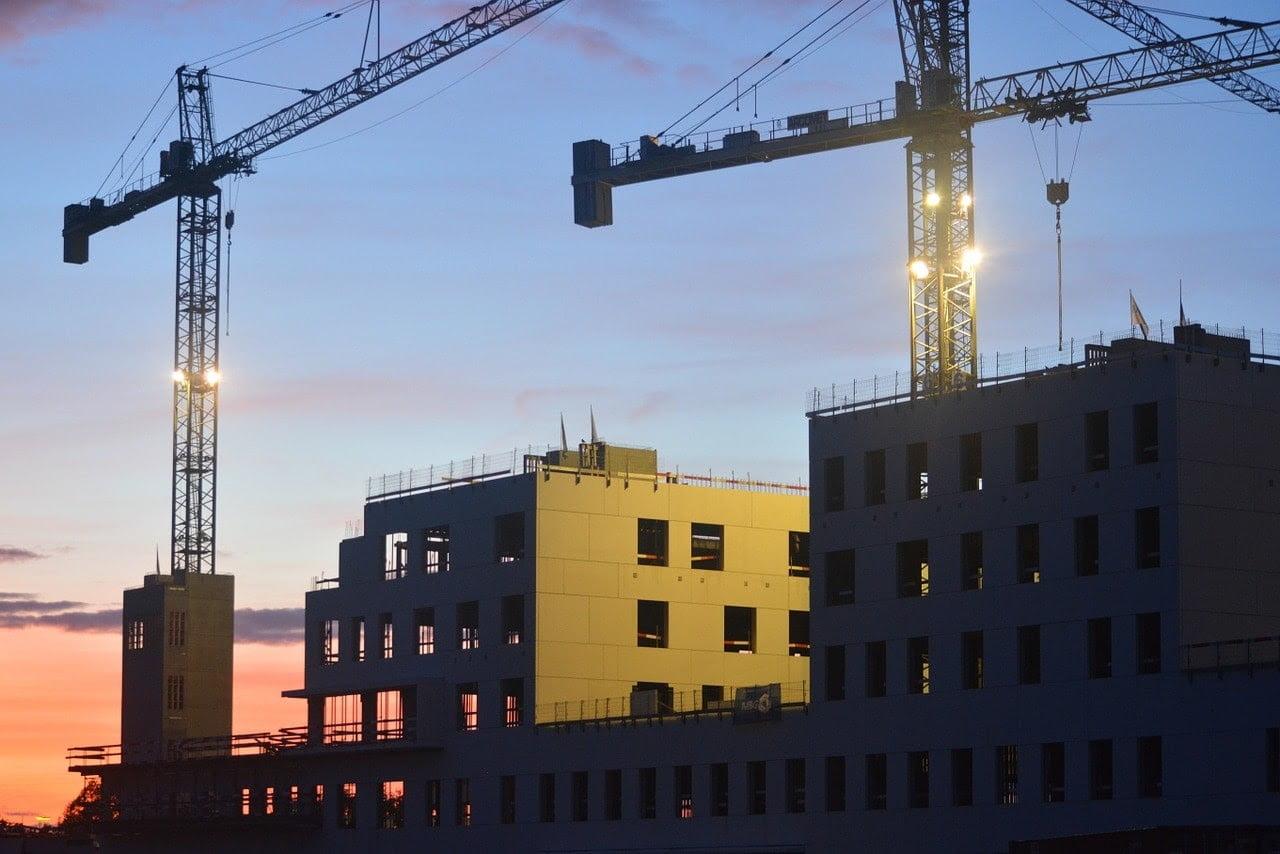 sector-construccion-edificios-gruas-reforma-evolucion